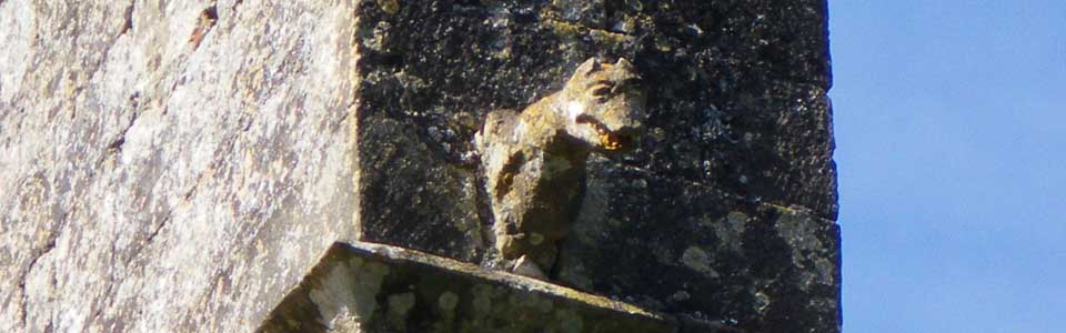 Une des gargouilles de l'église romane
